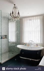 Moderne Badezimmer Mit Kristall Kronleuchter Und