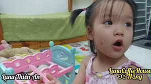 Quà cho bé Luna. Playing baby doll. Nhạc thiếu nhi mầm chồi lá - YouTube  trong 2020
