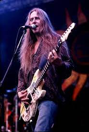 Jerry Cantrell | Jerry cantrell, Alice in chains, Layne staley