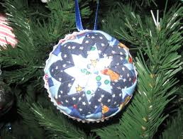 Happy Quilting: Quilted Christmas Ball Ornament Tutorial & Quilted Christmas Ball Ornament Tutorial Adamdwight.com
