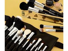 the jet setter s guide to finding the perfect makeup brush set for travelling