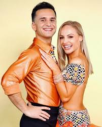 Marta arndt musste fürs tanzen einige opfer bringen. Ozcan Cosar Und Marta Arndt Salsa Zu Baila Me Von Gipsy Kings