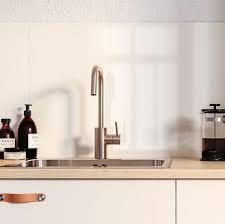 <b>Кухонные смесители</b> и <b>мойки</b>