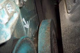 school bus mechanic diesel mechanic international dt 466e valve rotate engine until tdc top dead center is achieved there is a notch on the serpentine belt pulley behind the vibration dampner