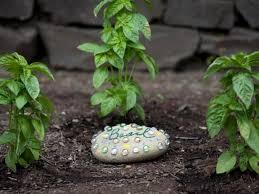 how to make a decorative garden stone