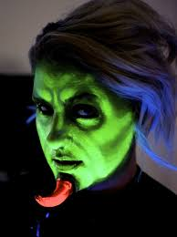how to do uv activated demon makeup