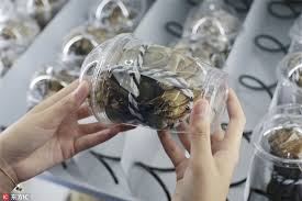 Crab Vending Machine Cool Customers Rush To Hairy Crab Vending Machine[48] Chinadailycn