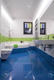 Badezimmer Weiss Blau Wohndesign