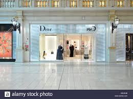 Designer Shopping In Venice Dior Luxury Shops Luxury Shopping Centre Villaggio Mall In