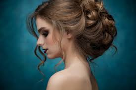 Чтобы вечерняя прическа на средние волосы сразила всех на вечеринке, рекомендуется следовать следующим полезным советам исходя из вышеописанного, понятно, что для девушек, обладающих челкой и волосами средней длины, нет смысла бежать в салон, чтобы. Vechernie Pricheski Na Srednie Volosy 100 Foto Idej Krasivyh Ukladok