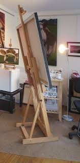 an h frame easel is very le can hold big canvases and won t move too much even if you paint vigorously