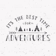 冒険のための最高の時間ですwigwams木の矢印と文字を手書きします T
