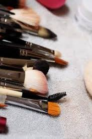 clean makeup brushes antibacterial dish washing liquid or hand wash olive oil white vinegar in a bowl pour enough white vinegar to cover th