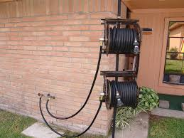 picture of dual swiveling pole mounted garden hose reels