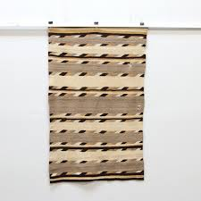 wooden wall quilt rack with wooden blanket wall hanger plus wall blanket display rack together with wooden quilt wall hanger plans as well as blanket wall