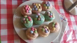 Les Cupcakes aux smarties avec glaçage royal