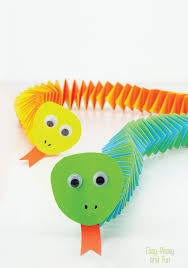 arts and crafts to do at home with toddlers. accordion paper snake craft. fun arts and crafts to do at home with toddlers t
