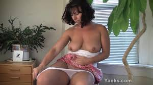 Amateur big boobs rubbing her clit