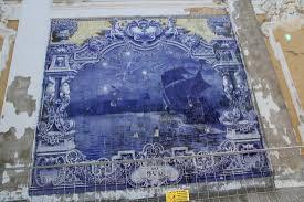 <b>Керамическое панно</b> на стене павильона. Сине-белая керамика ...