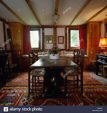Antike Eiche Tisch Und Stühle Im Land Esszimmer Mit Kelim