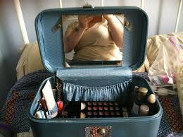 found a vine train case that makes the perfect makeup holder it even has a mirror