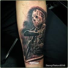 фото татуировки джейсон вурхез в стиле реализм черно белые