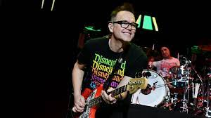 Blink-182 singer and bassist Mark Hoppus reveals he's undergoing cancer  treatment - ABC7 Chicago