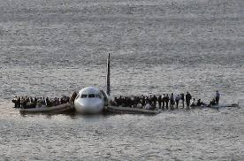 plane crash in the hudson river photo essays time plane crash in the hudson river a charlotte bound us airways flight makes a water