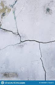 C) recalque nas extremidades da base da parede. Textura De Fissura Abstrata Na Antiga Parede De Cimento Branco Estilo Vertical Imagem De Stock Imagem De Vazio Moagem 164536367