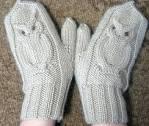Видео как вязать рукавицу спицами