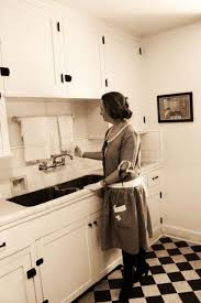 a 1920s house dress in a 1920s kitchen how perfect 1920s