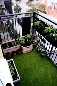 the synthetic grass for balcony and terrace easy to clean and green all year round