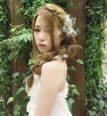 花嫁のヘアスタイルに悩んだらチェックドレスにぴったりの華やかヘア