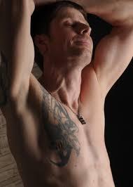 картинки человек татуированный мускулистый топлес мышцы