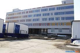 У строителей сахалинского перинатального центра наступает  Как доложил 7 марта губернатору областной министр строительства Вадим Залозный объект готов более чем на 85% Все медицинские палаты сделаны