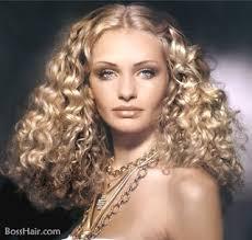 Střihy A účesy 2019 Luxusní Zlatý účesový Styl Pro Kudrnaté Vlasy