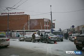 День жестянщика в Оренбурге за утро произошло ДТП Первый снег стал причиной массовых аварий на дорогах города День жестянщика начался с 46 ДТП Пострадавших нет а вот автомобилям понадобится кузовной