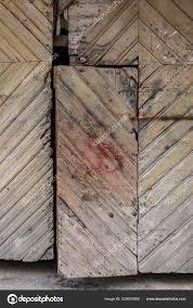 Alte Fensterläden Aus Holz Mit Tür Auf Das Ländliche Gebäude