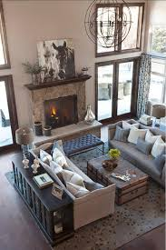A living room with traditional home decor
