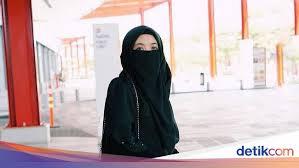 ' yuk berhijab syar'i ukhti muslimah. 5 Selebgram Bercadar Indonesia Usia Masih Muda Tapi Punya Banyak Fans