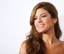 eva mendes just got strawberry highlights and they are absolutely stunning