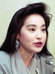 Mie Yamaguchi CNNの美人キャスターとして華々しく登場、 才女、タレントとしても活動していた。 すこし気のきつい、 上から目線のふるまいが、 - 3cdaf162