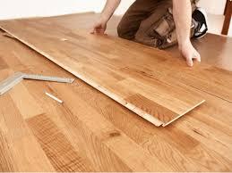 Holz oder wärmeleitender stein, aber auch teppichboden oder holzwerkstoffe. Laminatarten Alle Laminatboden Im Uberblick Obi