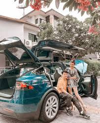 โดนว่าที่สามีเซอร์ไพร์ส! 'บูบี-วารีนิธิ' แฮปปี้ได้รถคันใหม่ TESLA MODEL X