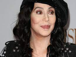 Cher rose to stardom as part of a singing act with husband sonny bono in the 1960s cher had started to establish herself as a solo artist during the 1960s. L Ex Mari De Cher Est Decede Closer