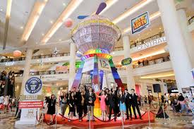 Vending Machine Shopping Classy The World's Largest Capsule Vending Machine Sets Guinness Record