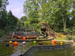 chihuly in the garden lake