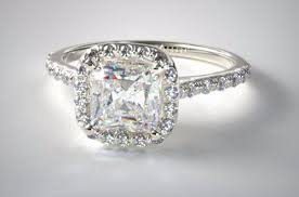 ultimate guide to buying a 2 carat cushion cut diamond ring
