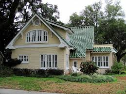 pictures of houses with green roof | ... house would this be too crazy here  is a pink house green roof in | Projects to Try | Pinterest | Green roofs,  ...