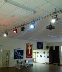 school hall lighting system comprising a 6m lighting bar with 2 x led par fxtures